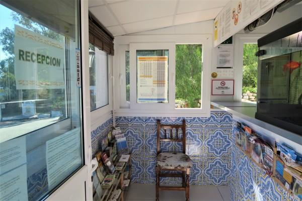 recepcion-interior-camping-red88729202-32E4-70E5-3FD7-662AFDEFC164.jpg